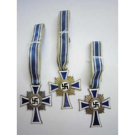 Grupo de Tres Cruces de las Madres