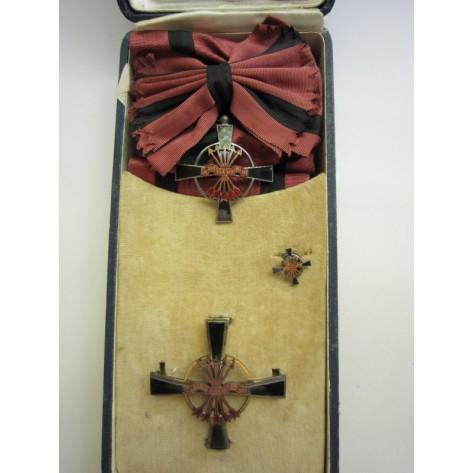 Orden Imperial del Yugo y las Flechas
