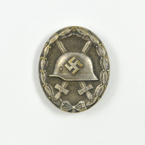 Wound War Badge in silver.