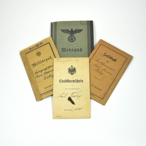 Grupo de Wehrpass y Militärpass.