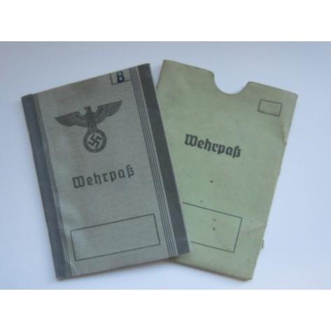 Wehrpass y carpeta de cartón