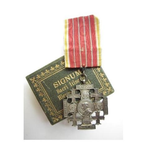 Cruz de Tierra Santa (Vaticano)