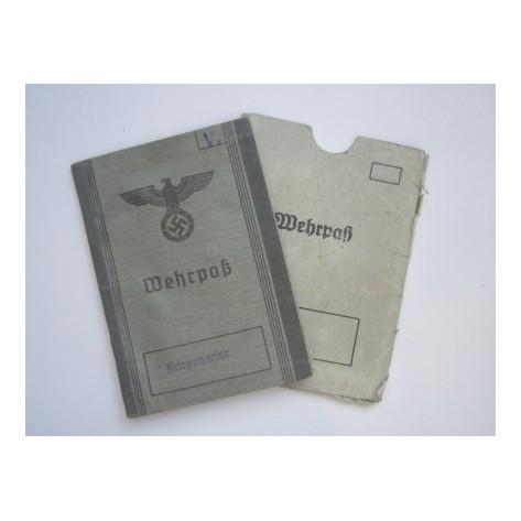 Wehrpass con cubierta de cartón prensado.